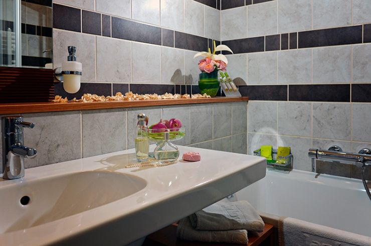 Superior szoba fürdőszoba / Bathroom in Superior room